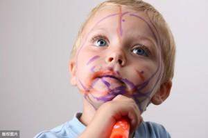 孩子这几个调皮捣蛋的行为别容易怒斥阐明娃很聪明